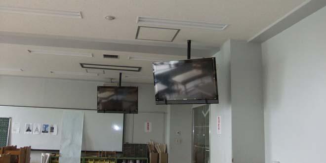 テレビの天吊りや壁掛け